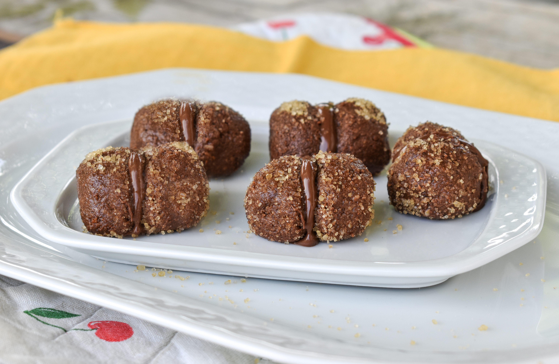 Baci freddi al cacao con crema di nocciole: la ricetta dei dolcetti veloci e golosi