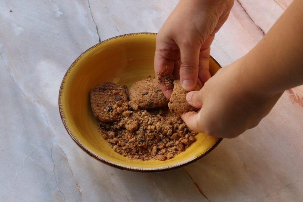 spezzettare i biscotti