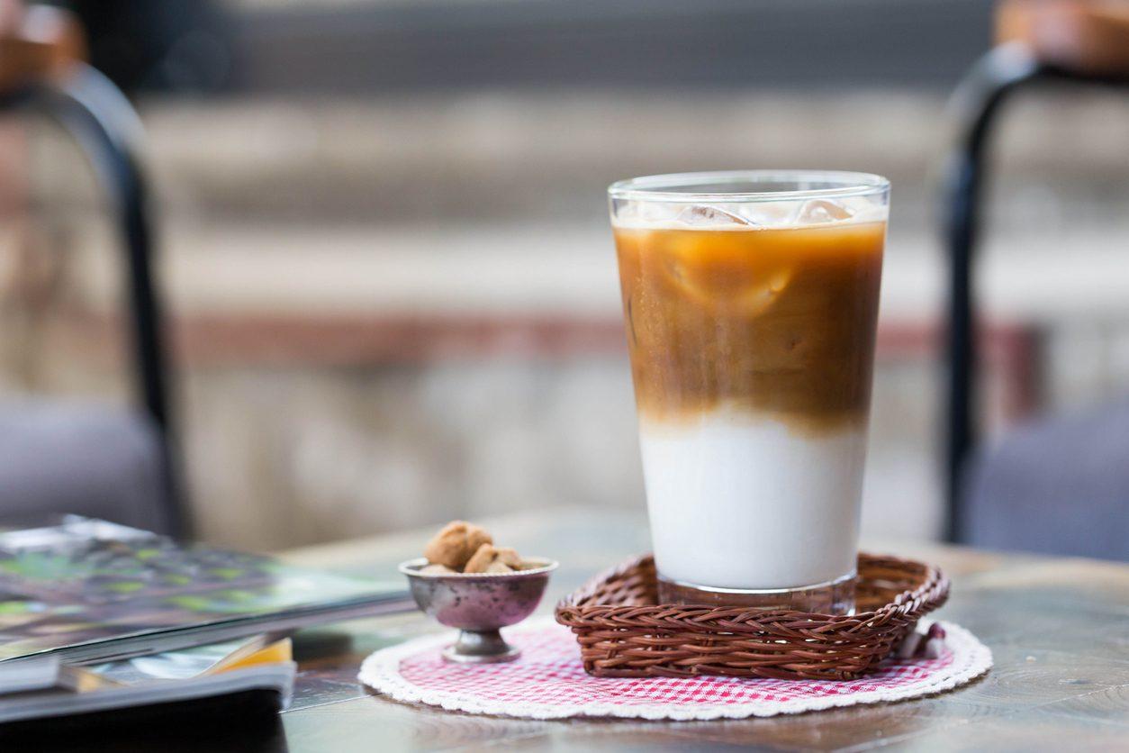 Caffè leccese: la ricetta della bevanda salentina con latte di mandorla