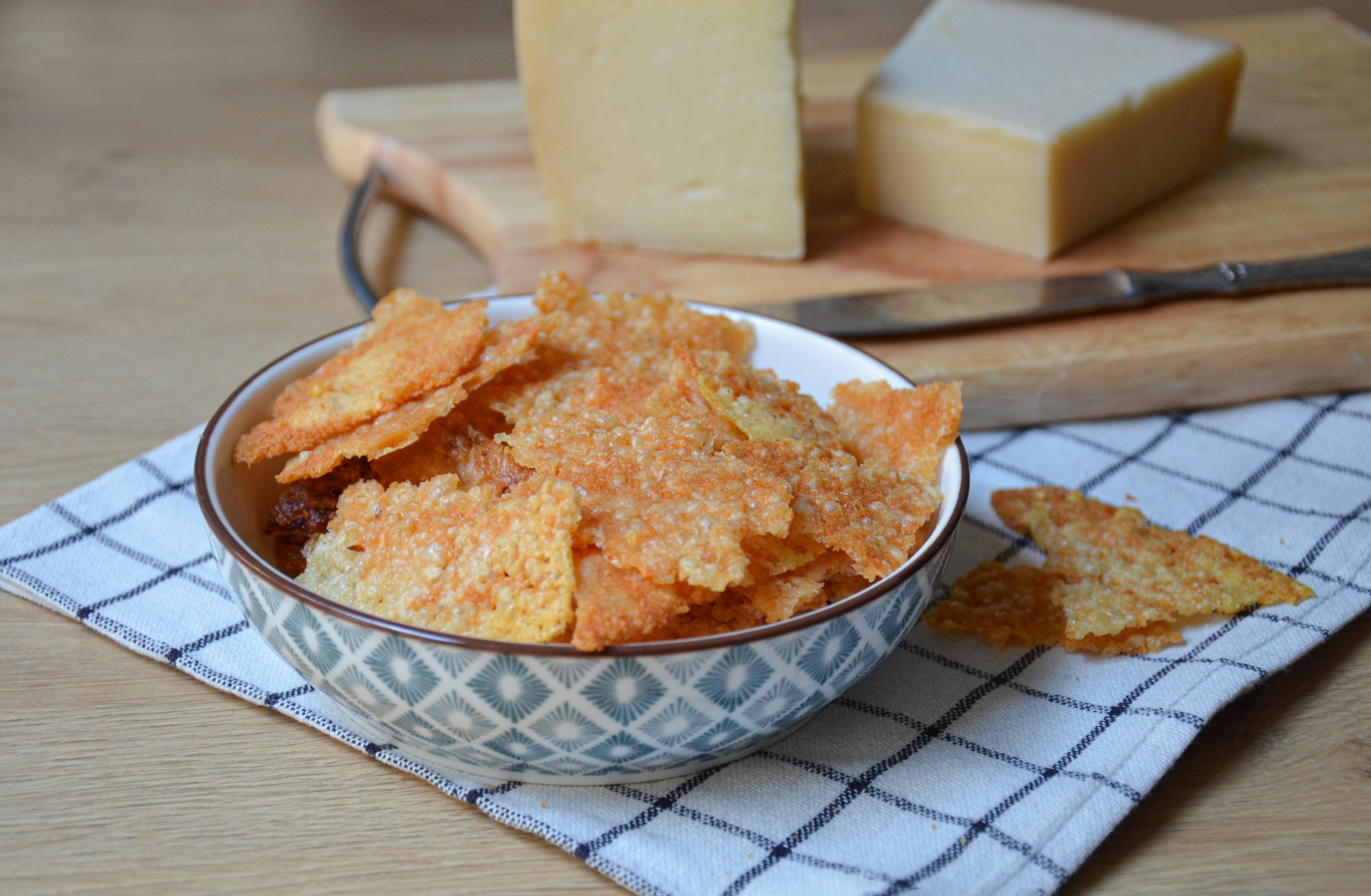 Chips di formaggio: la ricetta delle sfoglie croccanti e appetitose