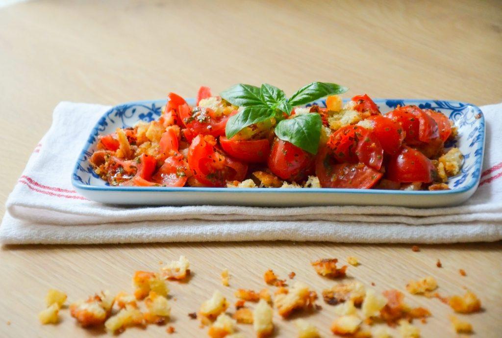 Pomodori_con_crumble_di_pane_croccante_