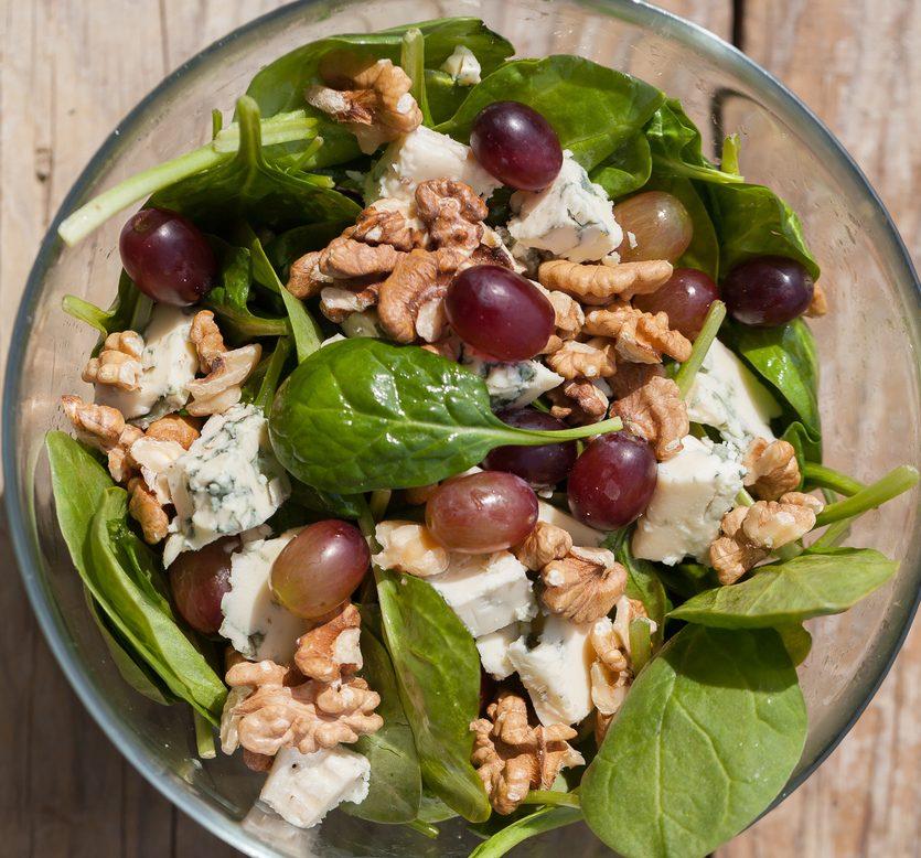Insalata di uva e gorgonzola: la ricetta della pietanza autunnale sfiziosa e saporita