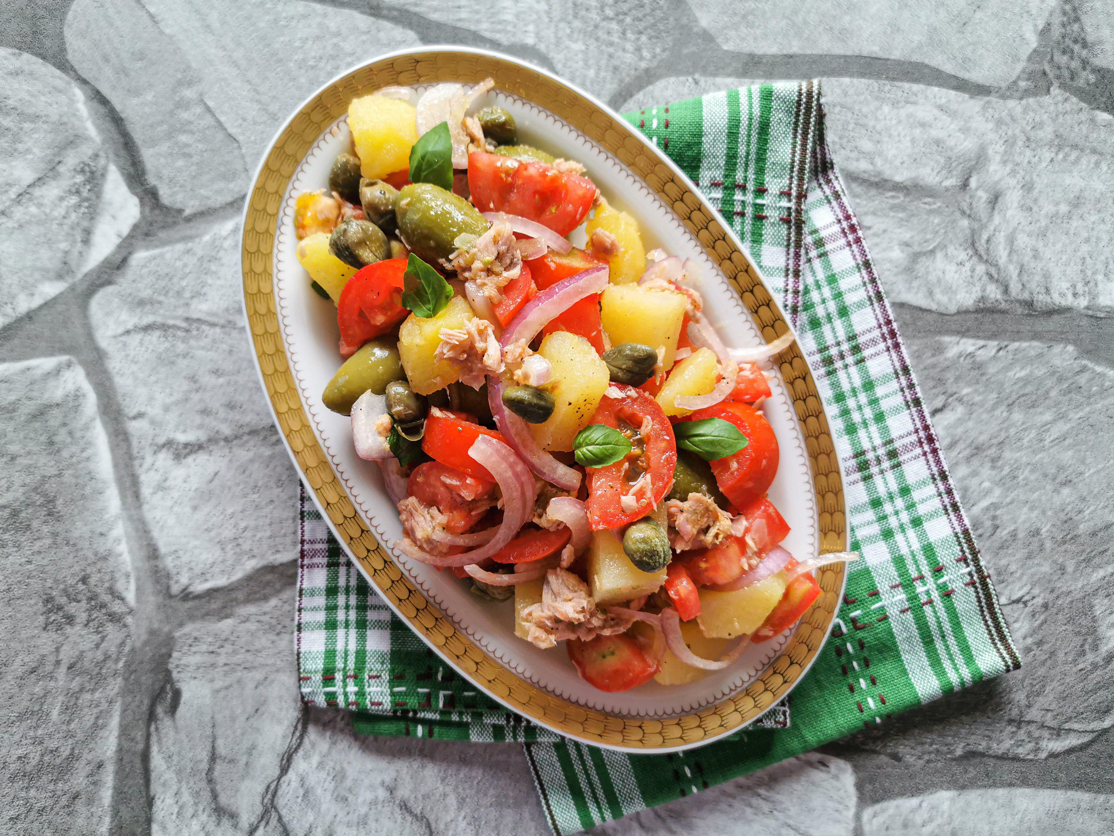 Insalata eoliana: la ricetta dell'insalata estiva siciliana