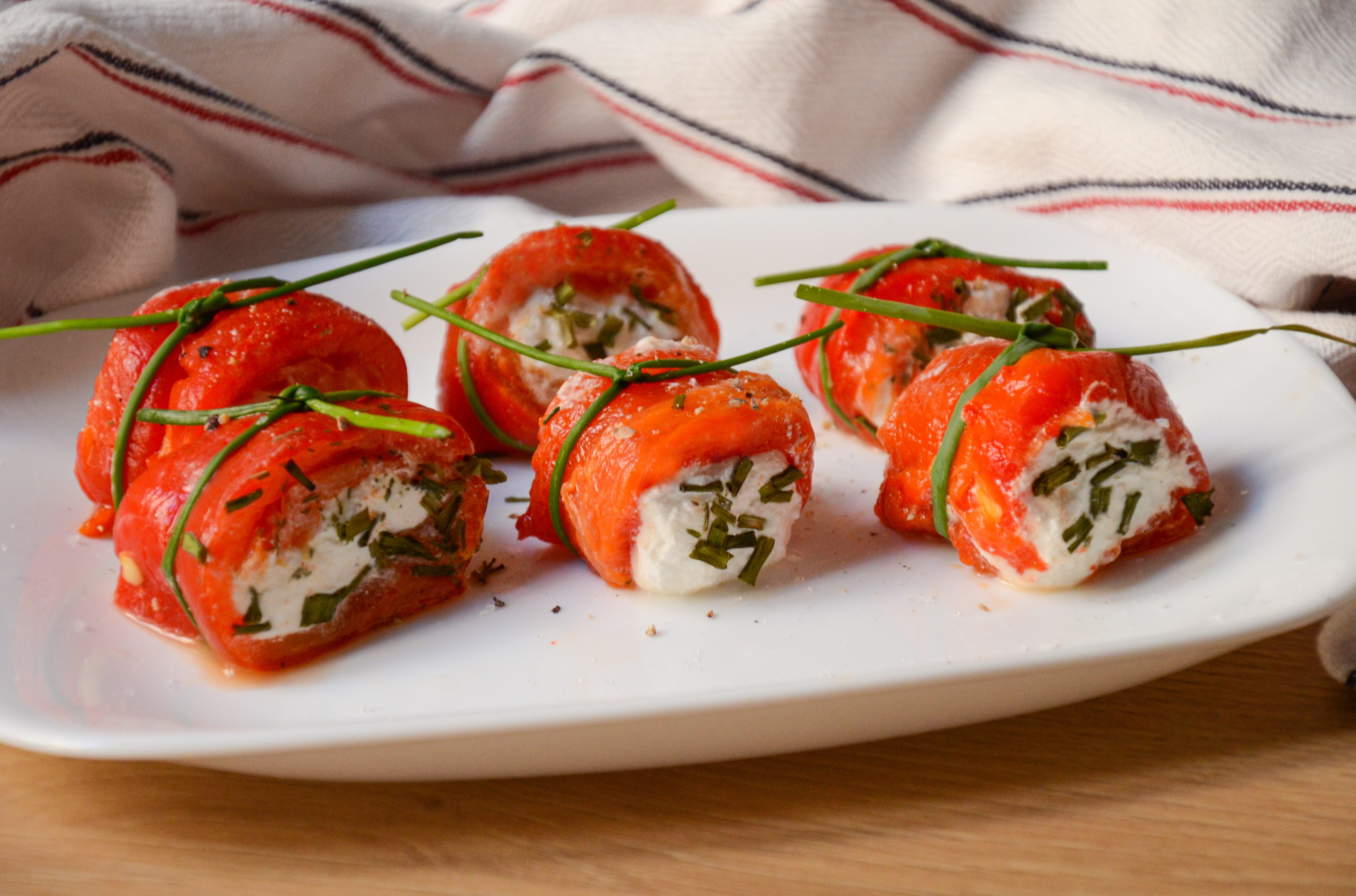 Involtini di peperoni e caprino: la ricetta dell'antipasto sfizioso e leggero