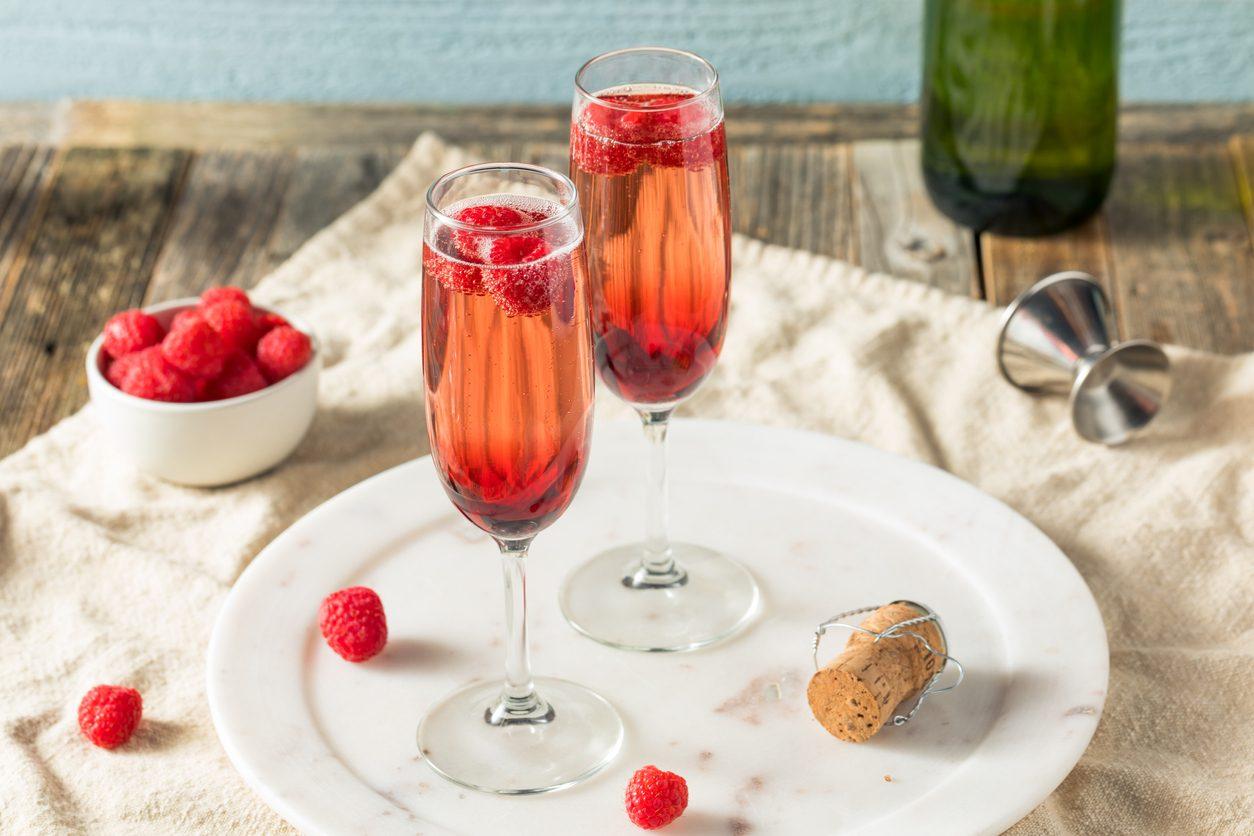Kir Royal cocktail: la ricetta del drink raffinato a base di Champagne e crème de cassis