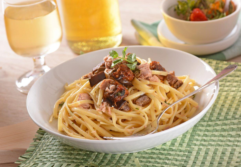 Pasta melanzane e tonno: la ricetta del primo piatto semplice e saporito