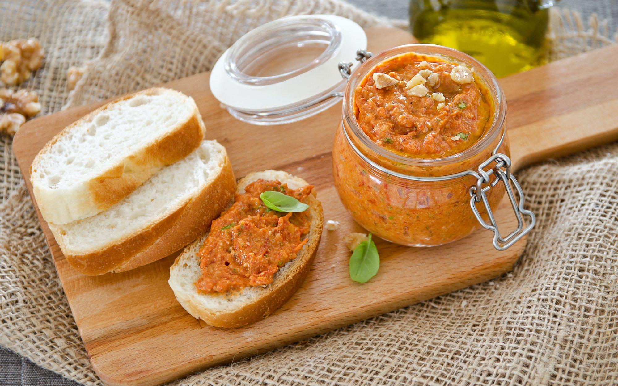 Pesto di pomodori arrostiti: la ricetta della salsa aromatica e gustosa