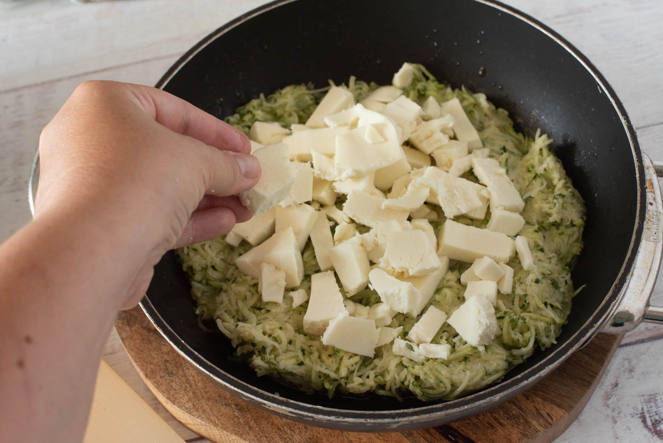 Torta di patate e zucchine in padella