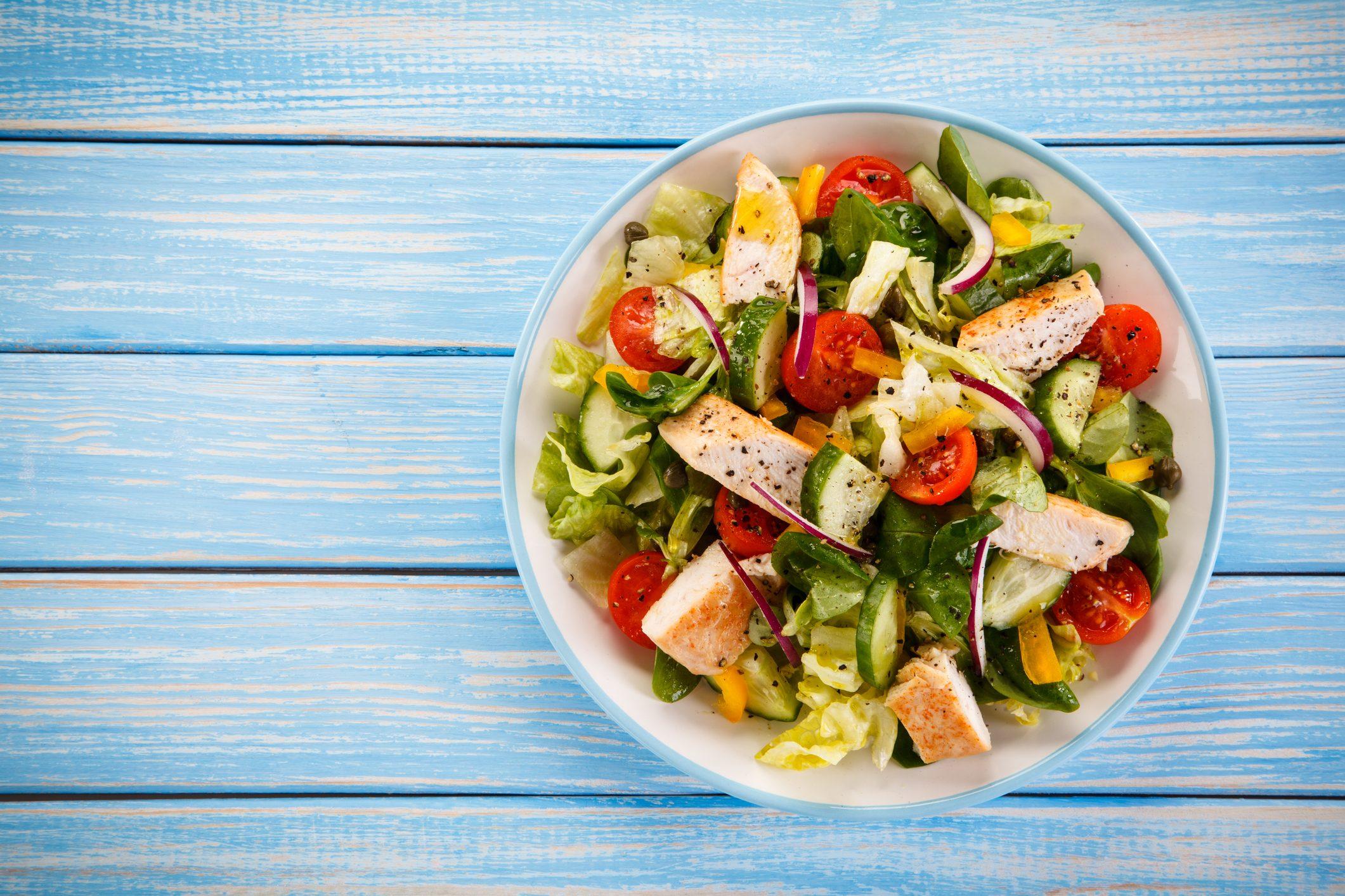 caesar-salad-mangiare-spiaggia