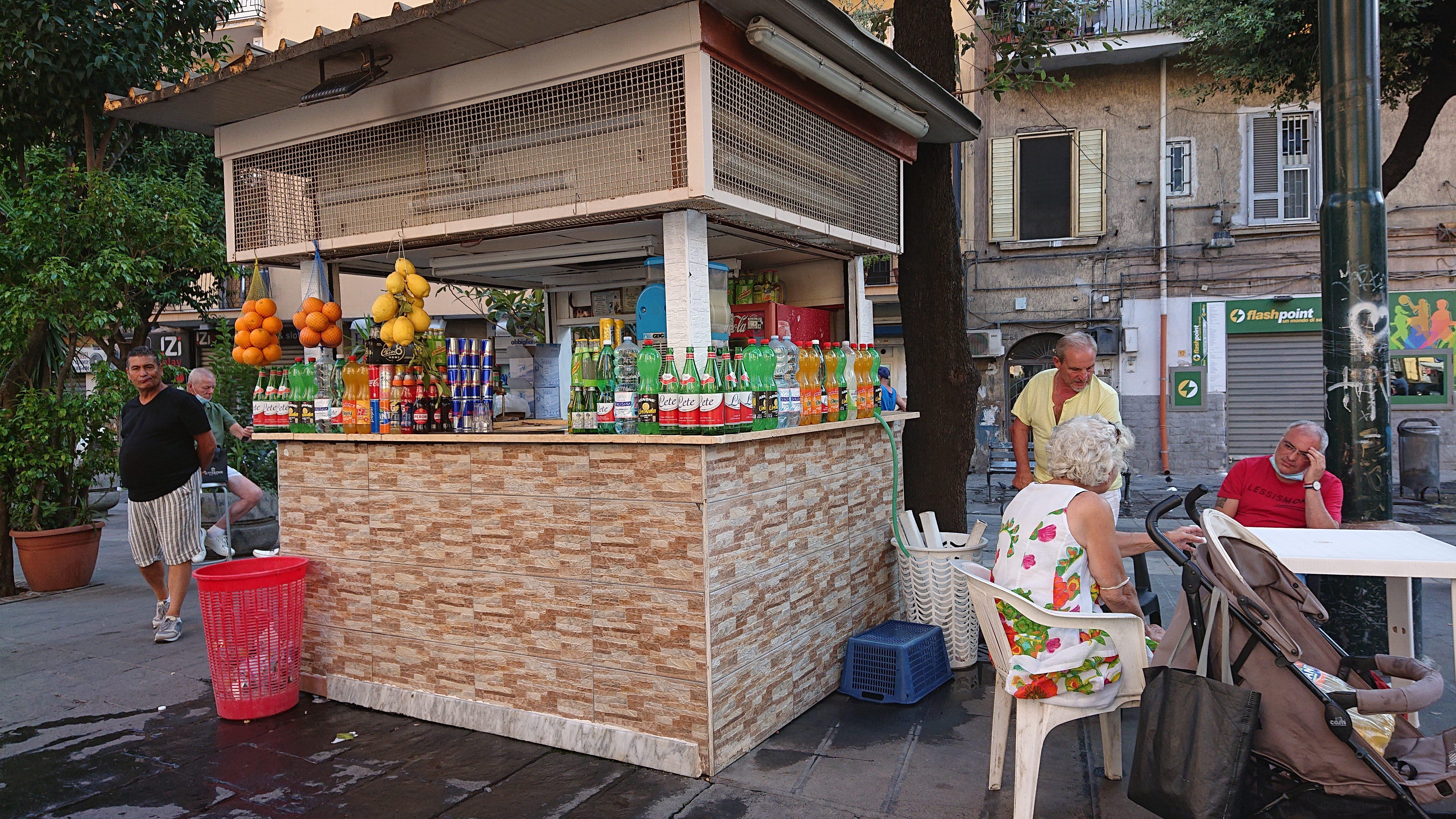 chioschi-napoli-limonata-cosce-aperte