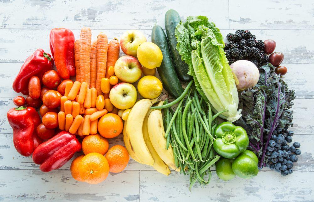 Le tonalità del benessere: come distinguere i benefici degli alimenti in base al colore