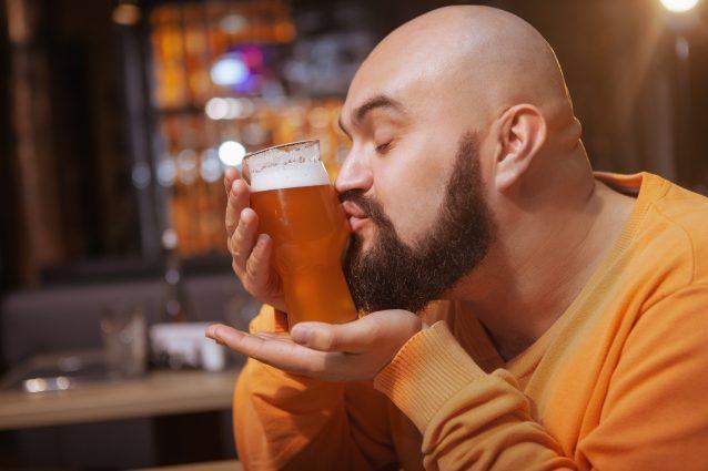 come si beve e degusta la birra