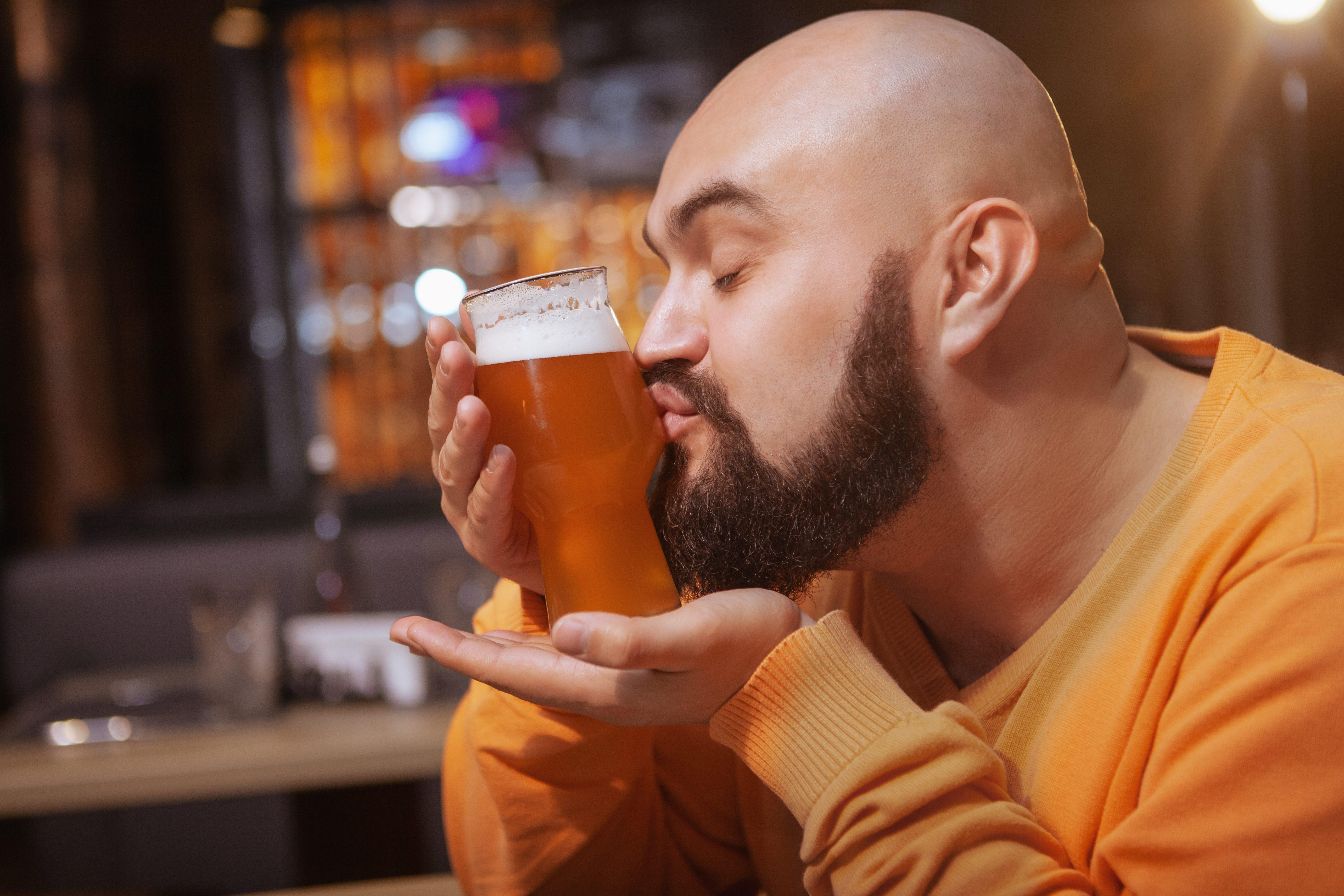Come si degusta la birra: i consigli dell'esperto per l'esperienza perfetta