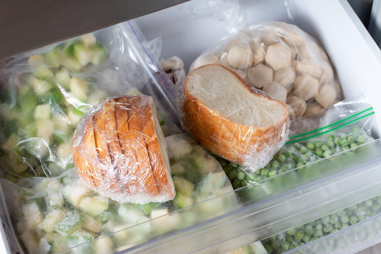 Come congelare e scongelare il pane correttamente: metodi e trucchi