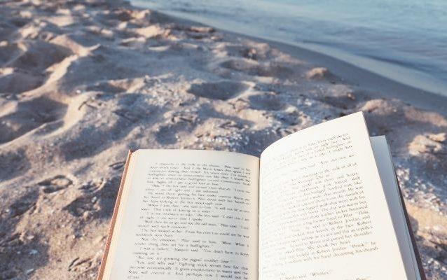 10 libri dedicati al cibo e al vino da leggere in vacanza