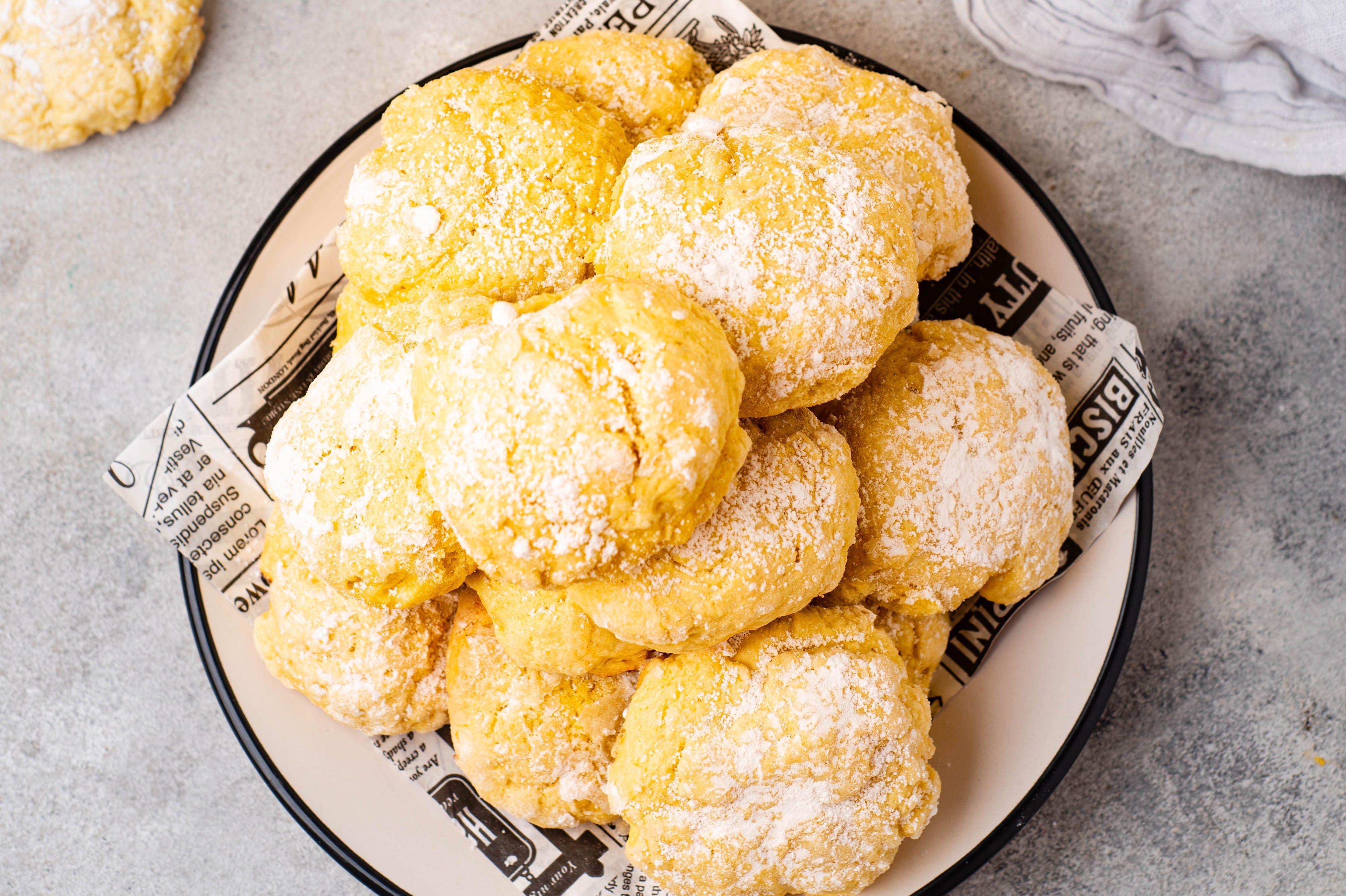 Dolcetti con farina di mandorle e limone: la ricetta dei biscottini semplici e invitanti