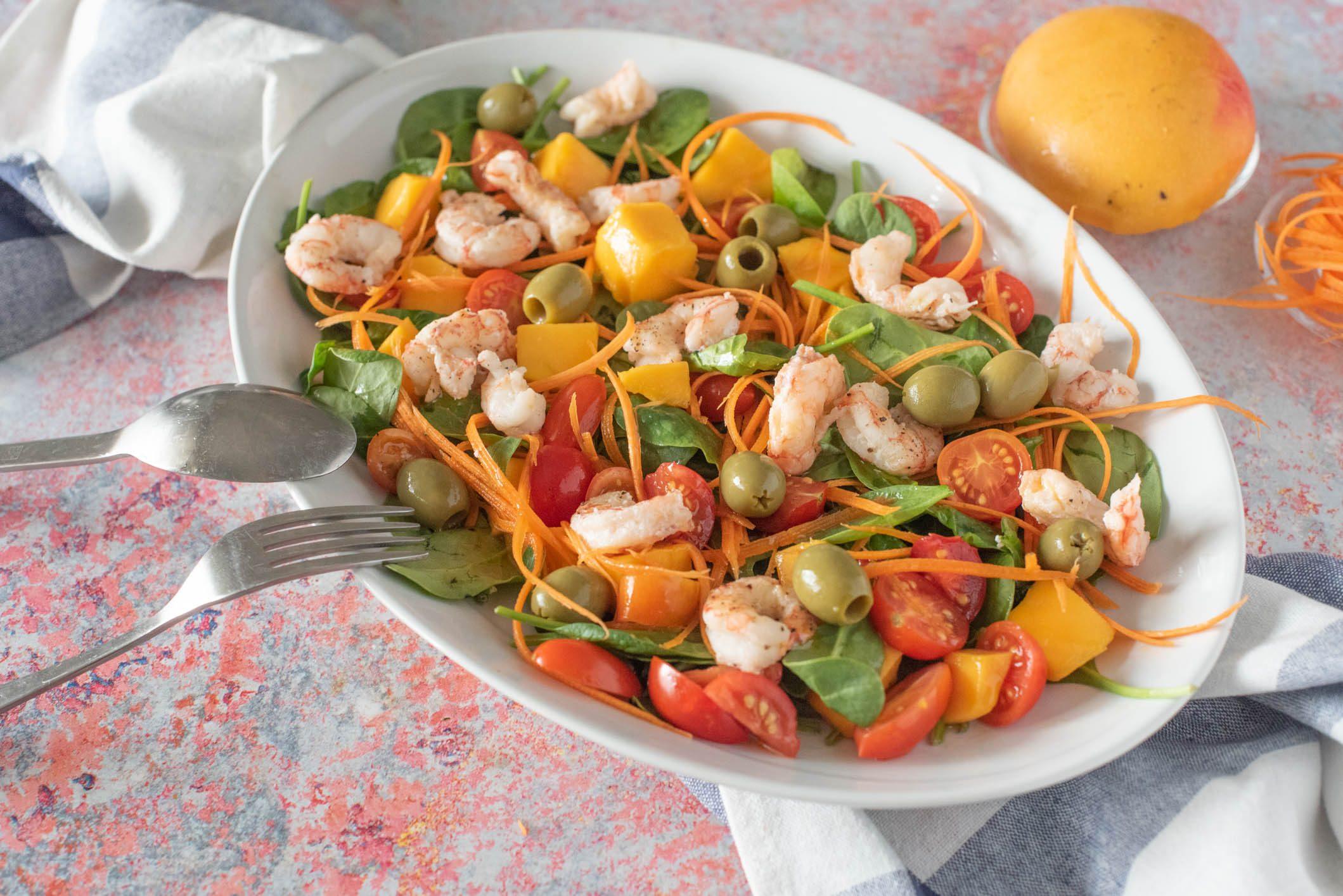 Insalata di gamberi e mango: la ricetta del piatto fresco e colorato