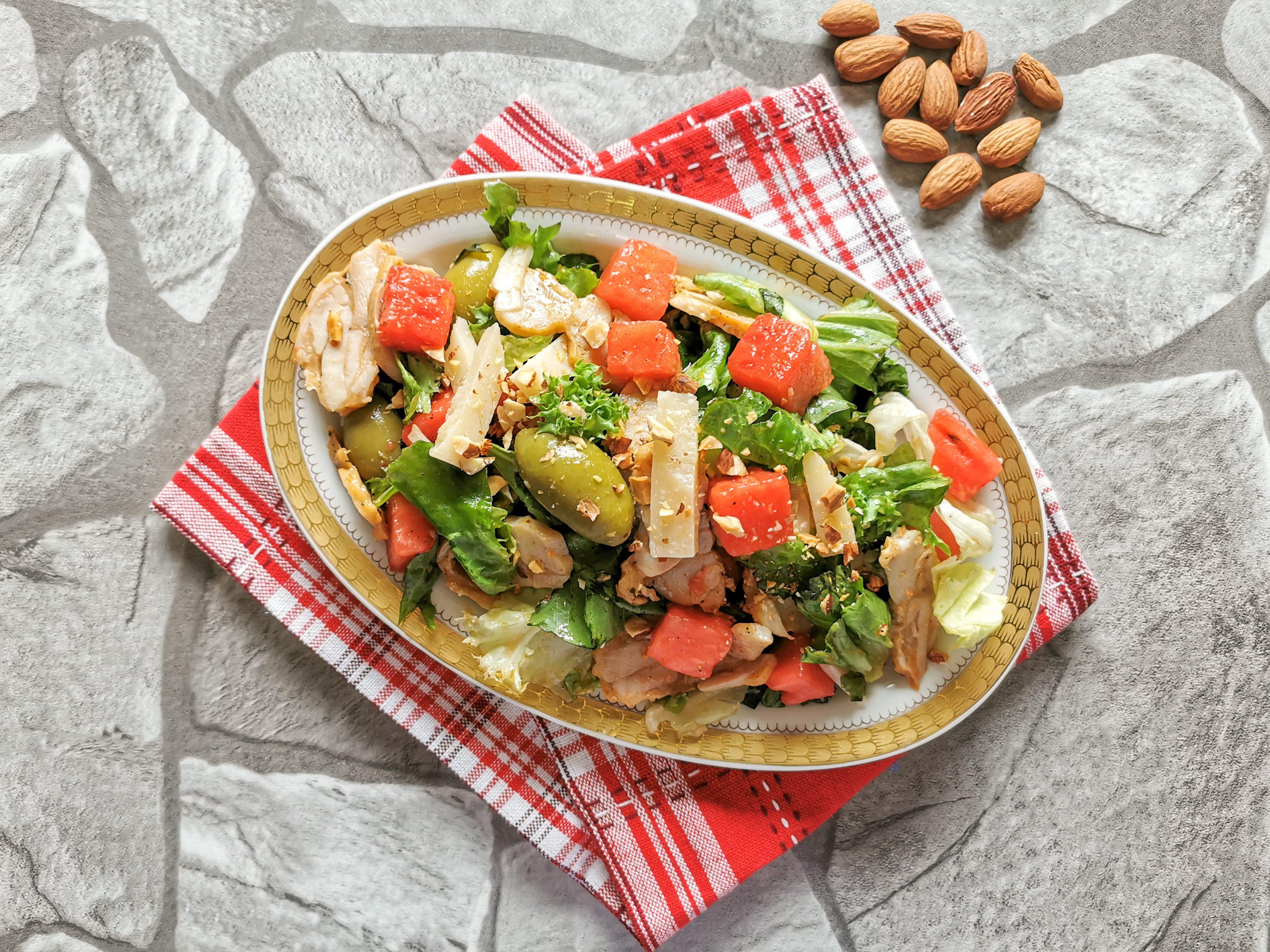 Insalata di pollo e anguria: la ricetta dell'insalata fresca e saporita