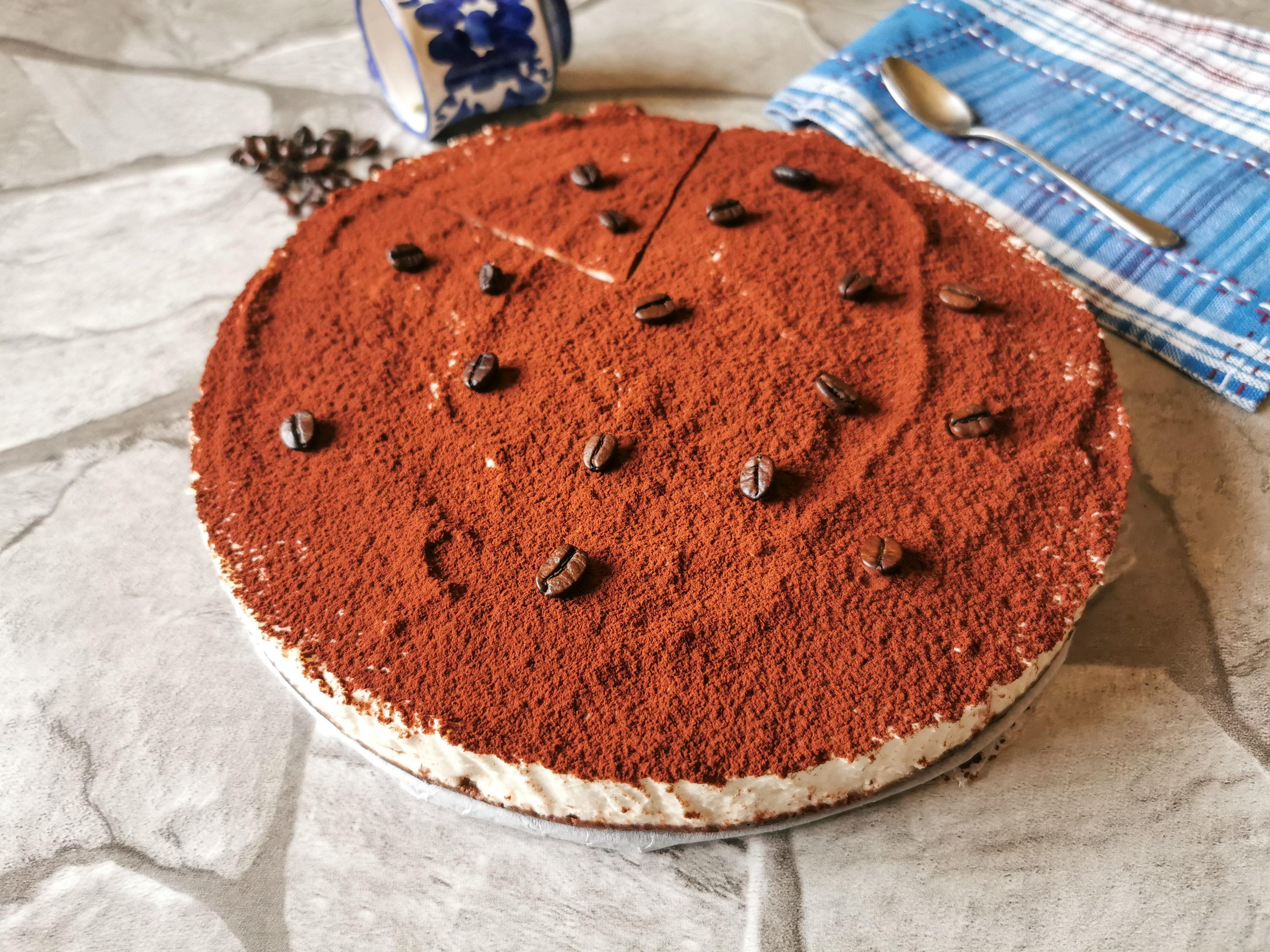 Torta caffè e mascarpone: la ricetta del dolce cremoso e fresco
