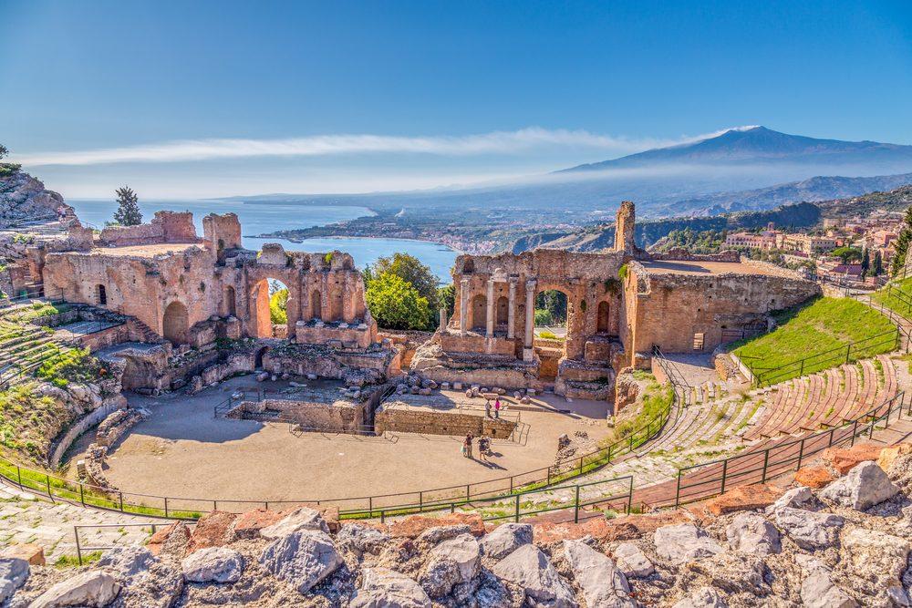 Tour gastronomico della Riviera dei limoni siciliana: cosa mangiare fra Taormina e Catania