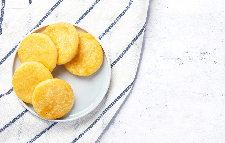 Chips di polenta: la ricetta dello snack sfizioso e croccante al forno