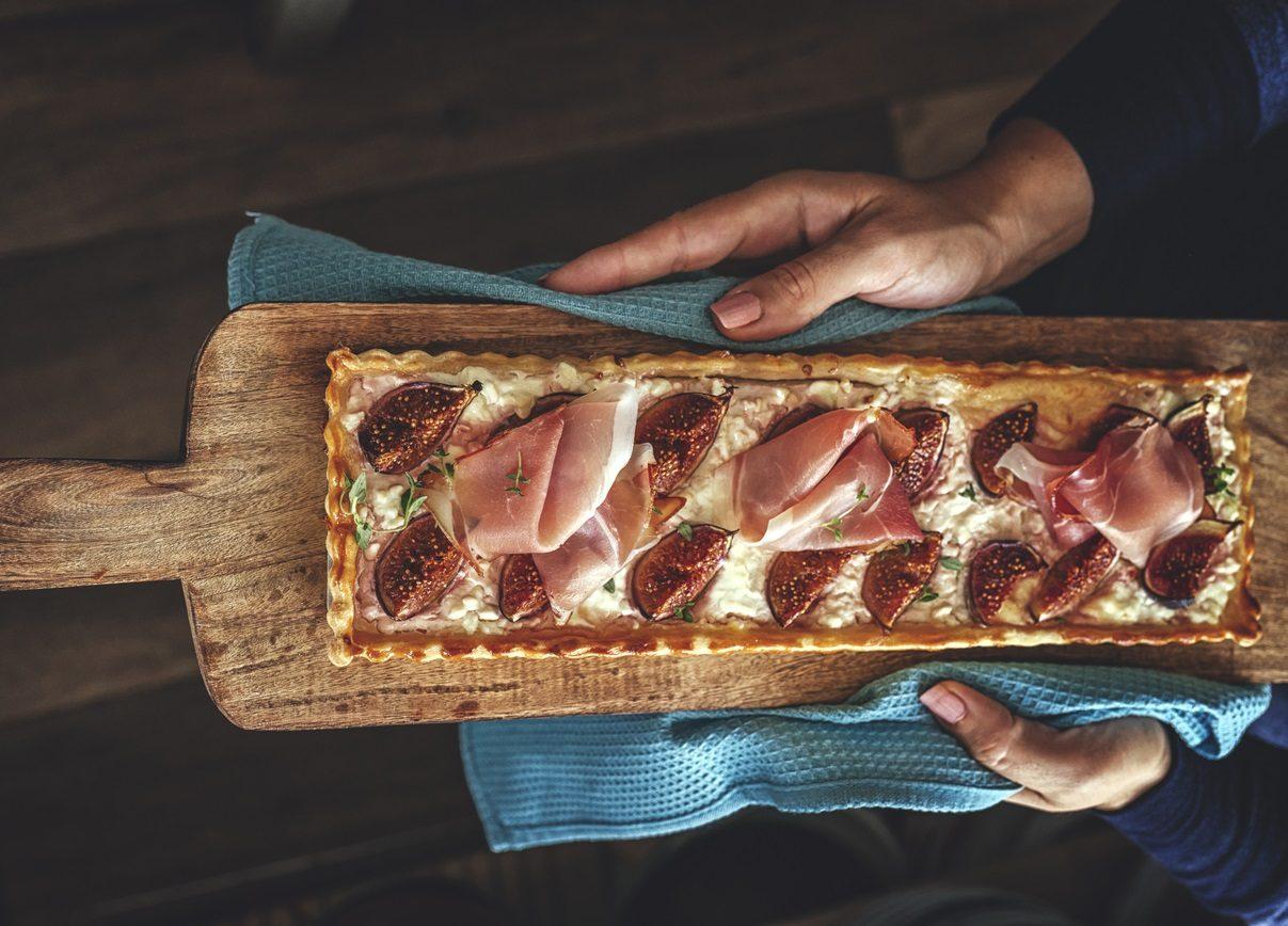 Crostata salata ai fichi: la ricetta della torta rustica sfiziosa e saporita