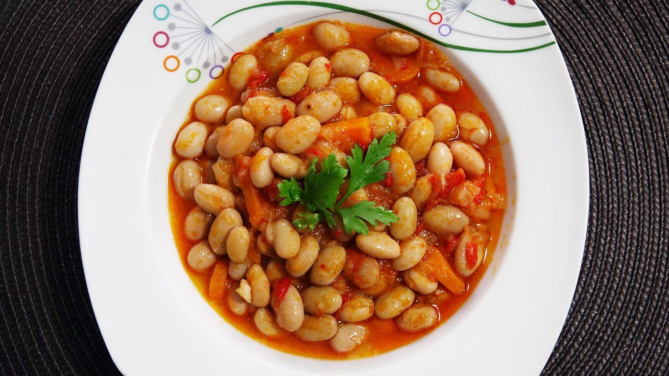 Fagioli alla maruzzara: la ricetta della zuppa tipica della cucina partenopea