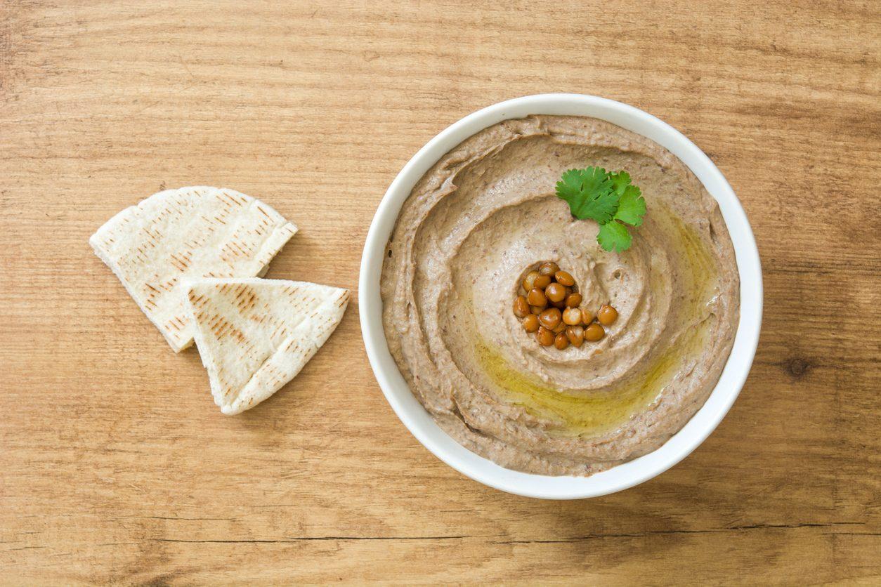Hummus di lenticchie: la ricetta della crema di legumi morbida e saporita