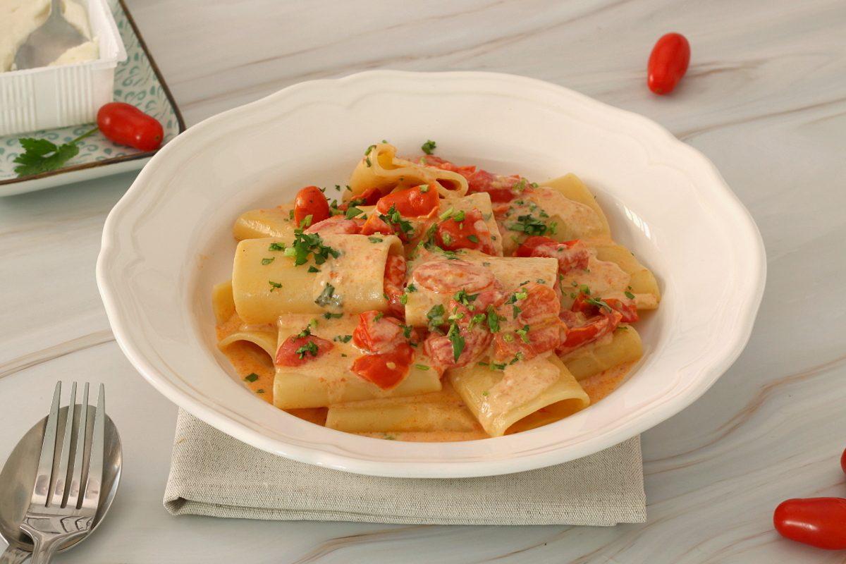 Paccheri cremosi ai pomodori: la ricetta del primo piatto facile e goloso