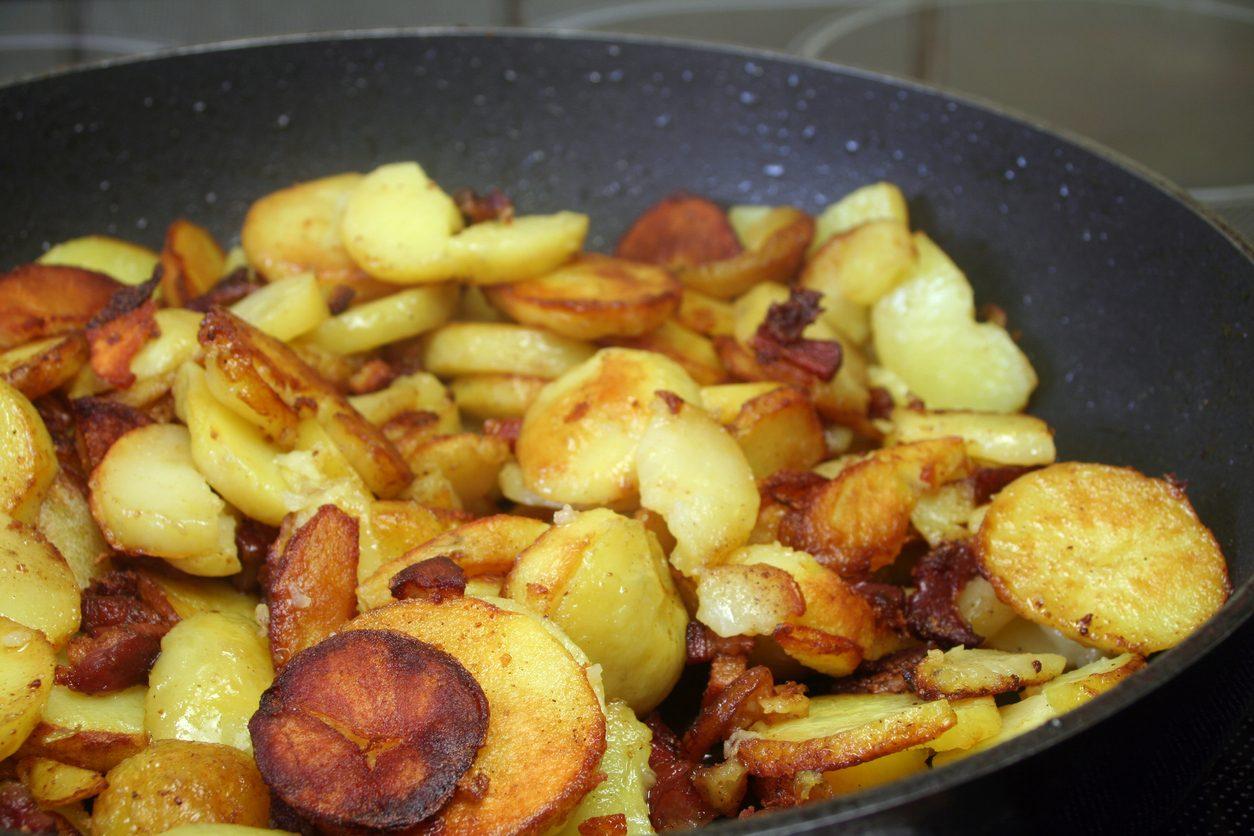 Patate sauté: la ricetta del contorno saltato in padella semplice e delizioso