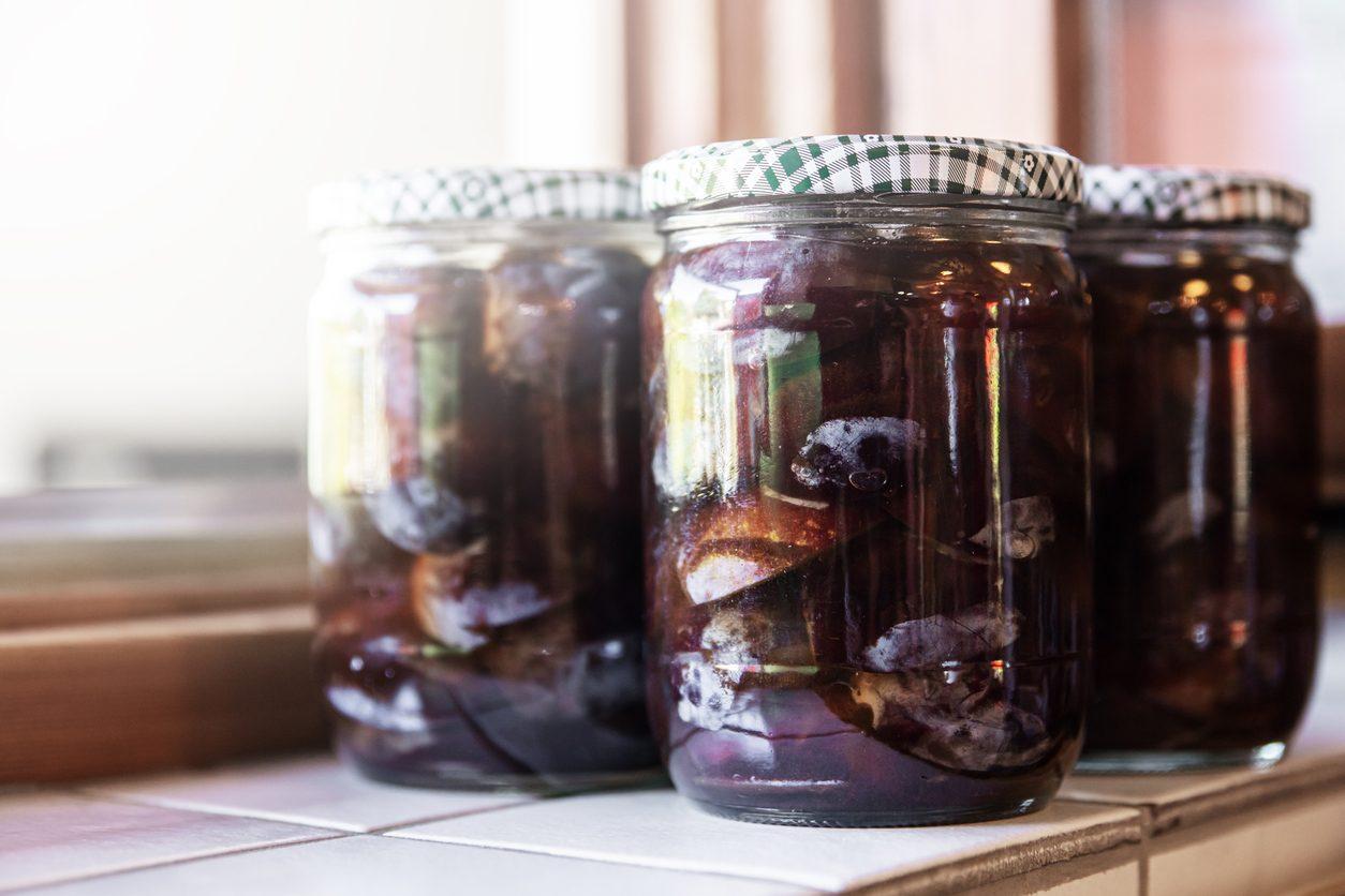 Prugne sciroppate: la ricetta della conserva fatta in casa semplice e deliziosa