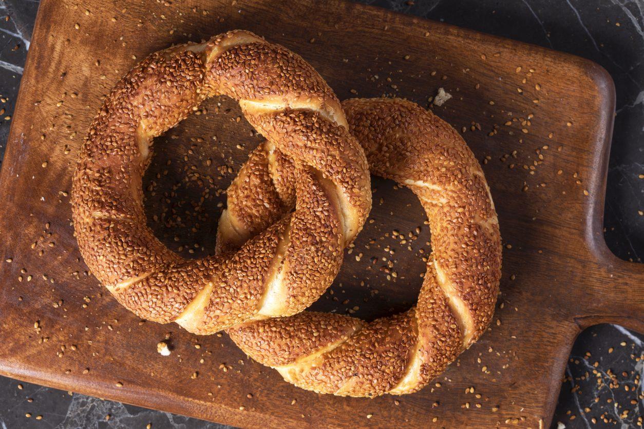Simit turco: la ricetta delle ciambelle di pane al sesamo