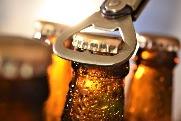 bottiglia di birra stappata