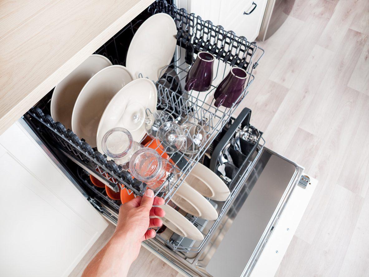 Come usare correttamente la lavastoviglie: consigli su caricamento e pulizia