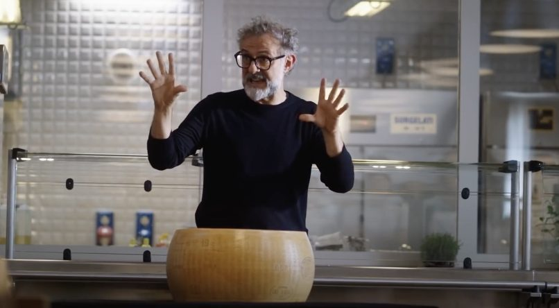 """Massimo Bottura """"attore"""" nel film sul Parmigiano Reggiano"""
