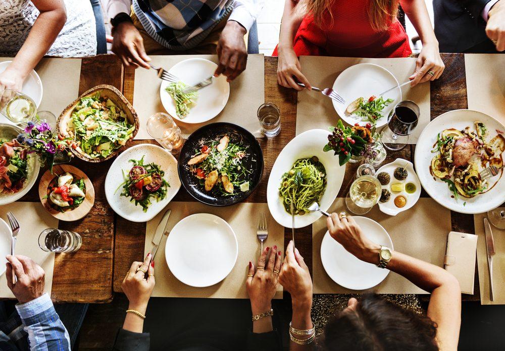 Buone maniere a tavola: le regole di bon ton più strane al mondo