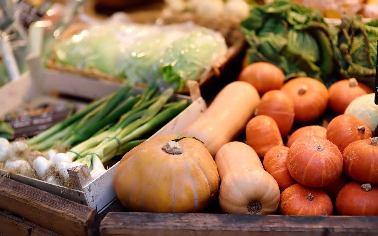 Cosa comprare al mercato a ottobre 2021: verdura, frutta e pesce di stagione
