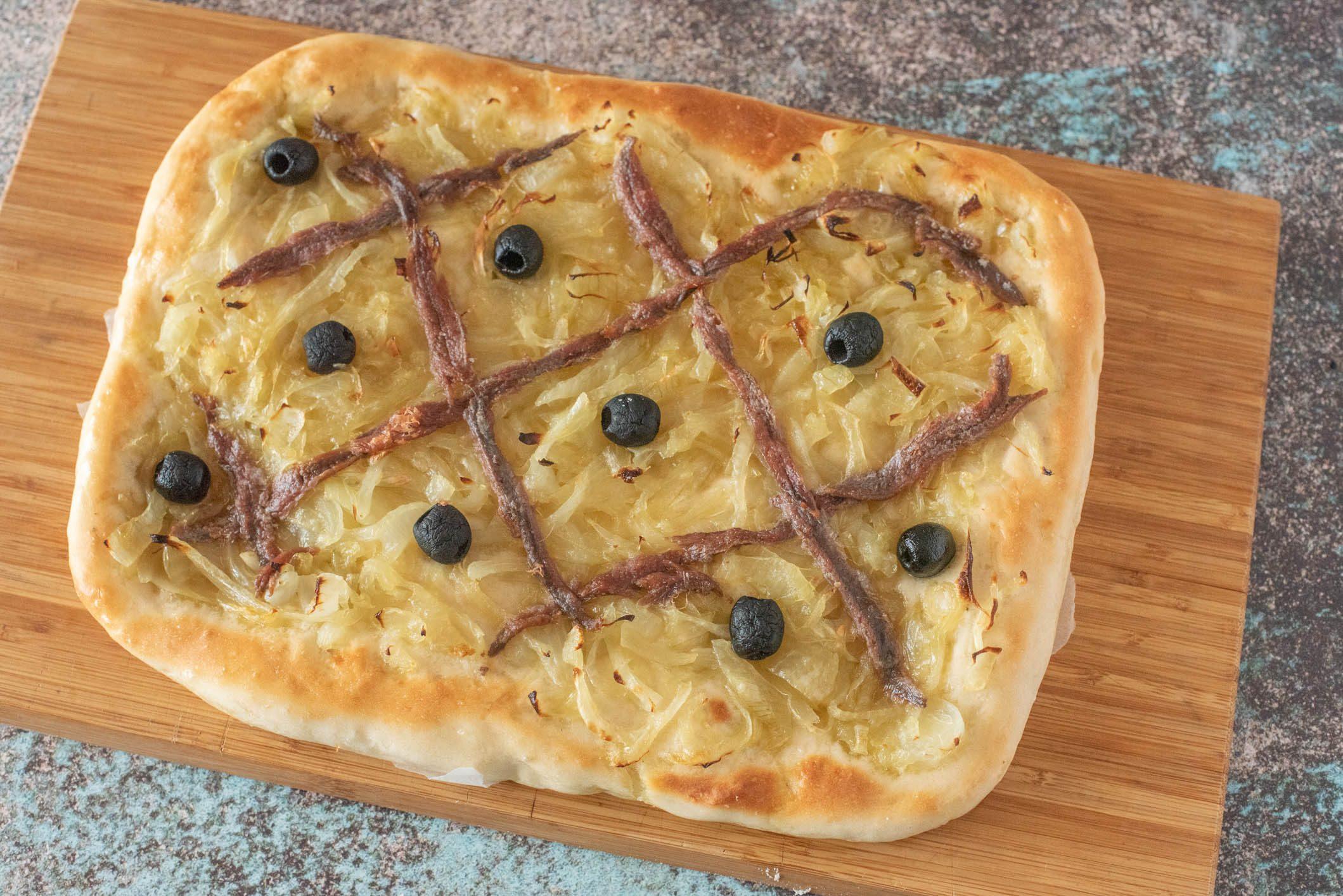 Pissaladière: la ricetta della focaccia francese morbida e saporita