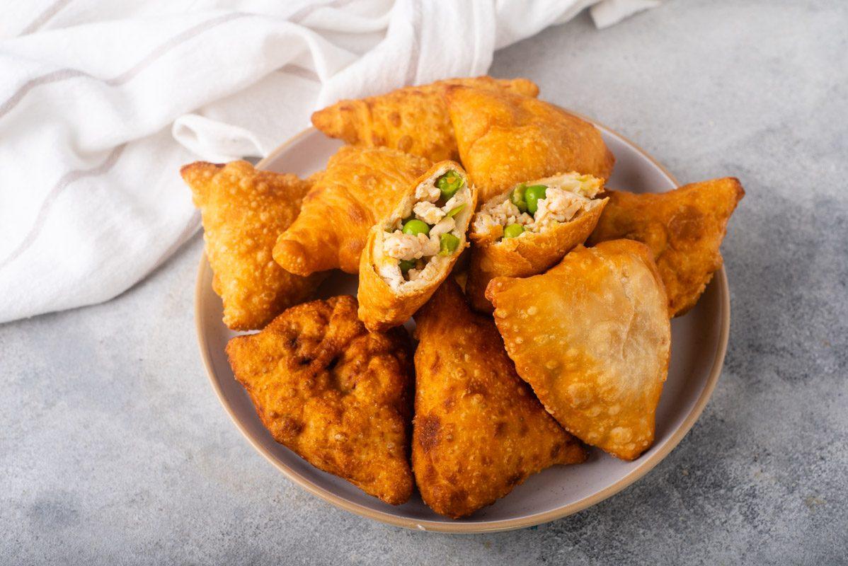 Samosa di pollo: la ricetta dell'antipasto indiano semplice e delizioso
