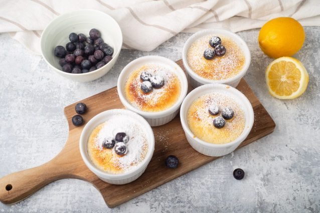 Tortini limone e mirtilli: la ricetta dei dolcetti soffici e freschi
