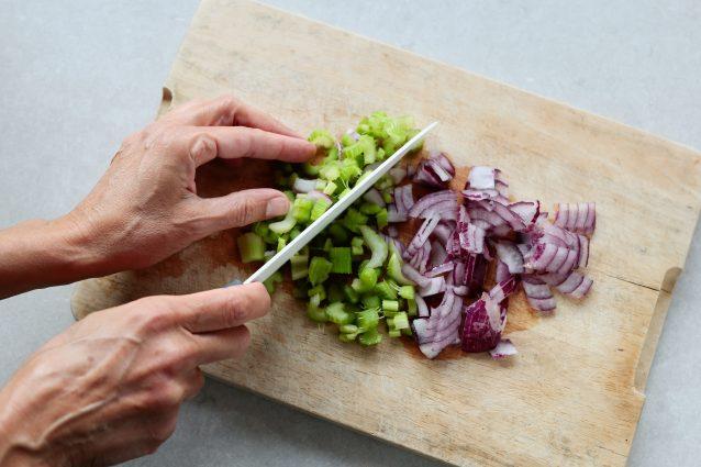 Pasta con ragù di lenticchie e olive