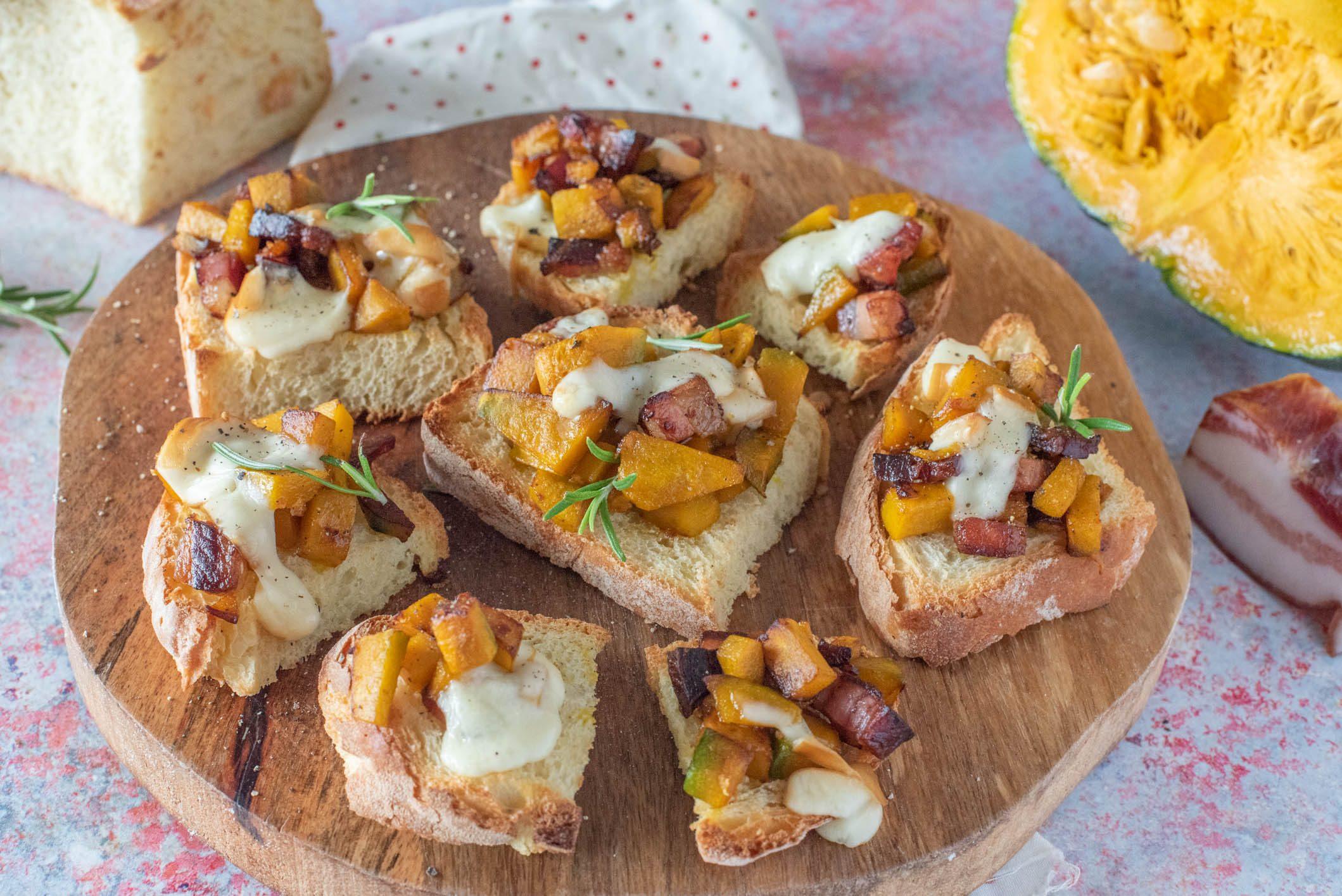 Crostoni zucca e pancetta: la ricetta dello sfizio semplice e goloso