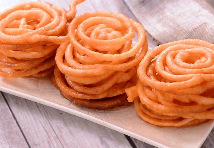 Jalebi: la ricetta dei dolcetti indiani fritti inzuppati nello sciroppo