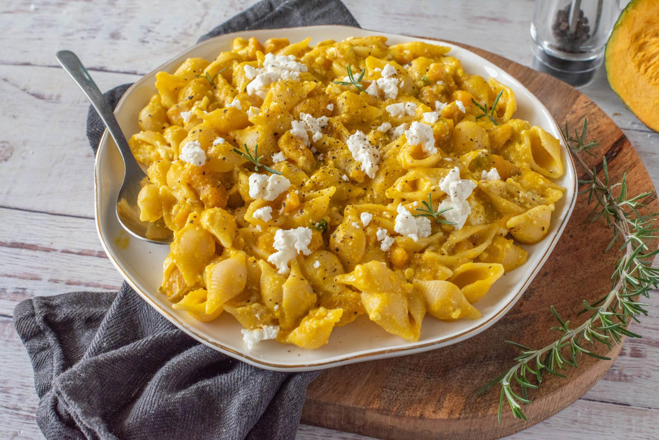 Pasta zucca e feta: la ricetta del piatto autunnale saporito e cremoso
