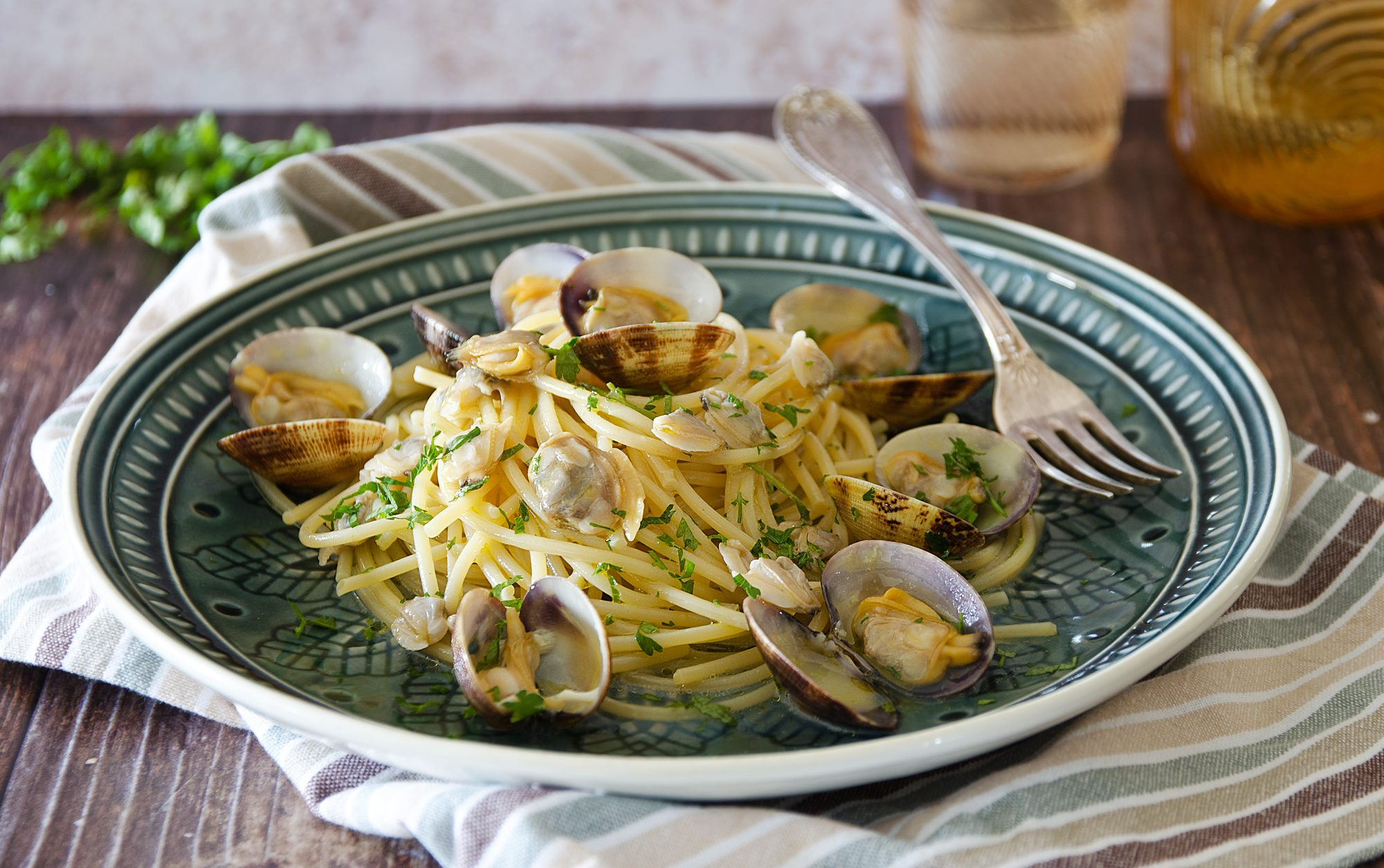 Spaghetti alle vongole: la ricetta del grande classico di mare