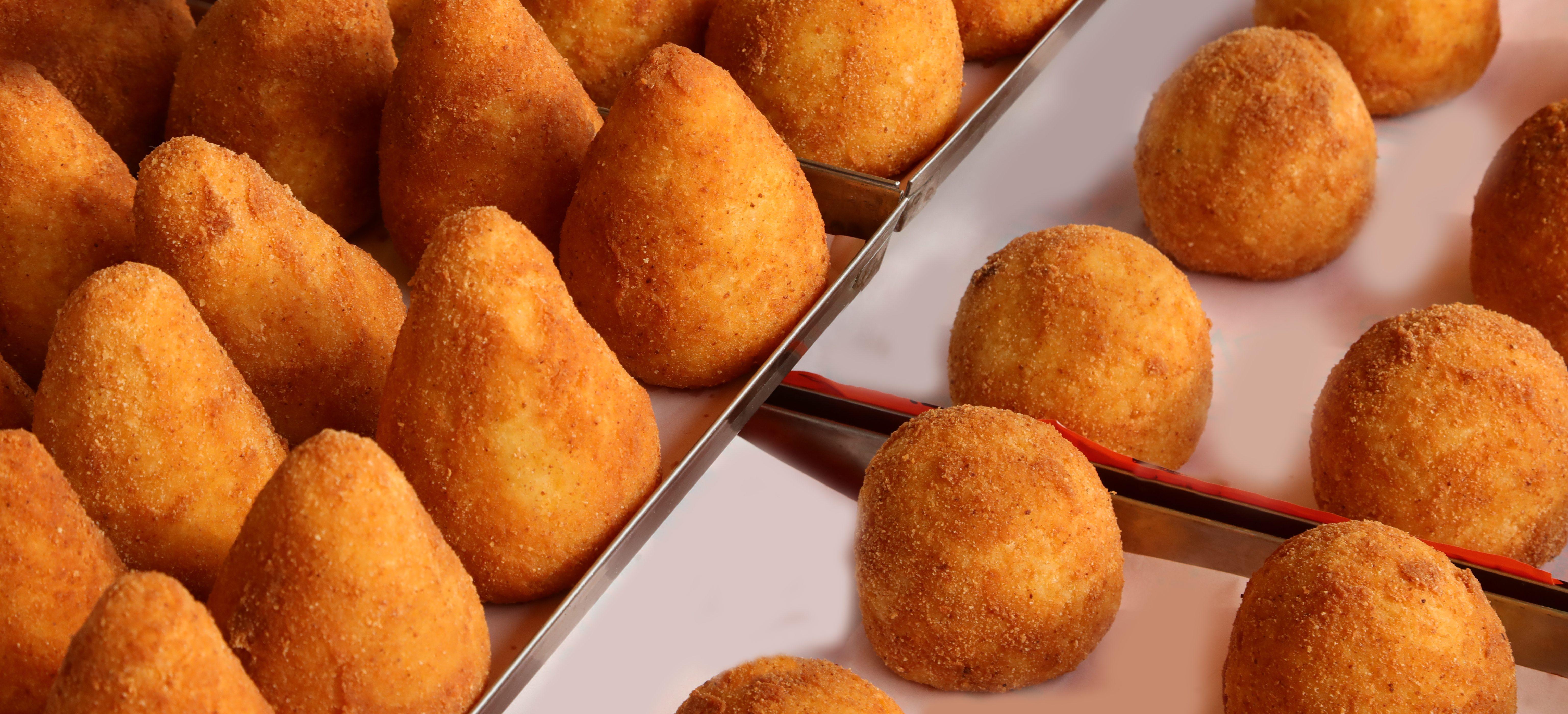 Lo street food dell'estate è l'arancino siciliano: battuta in finale la pizza portafoglio