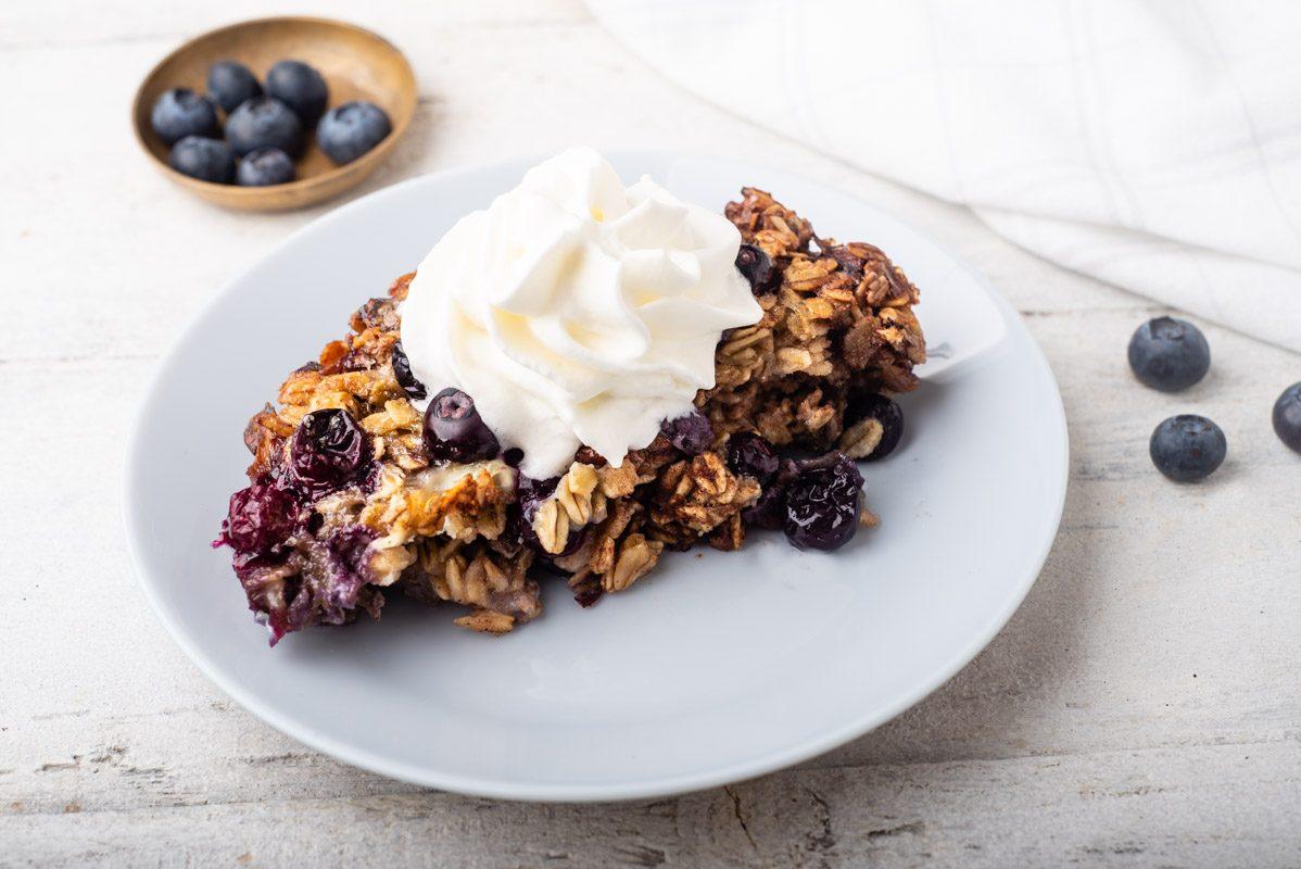 Oatmeal al forno: la ricetta del dolce per la colazione sana ma golosa
